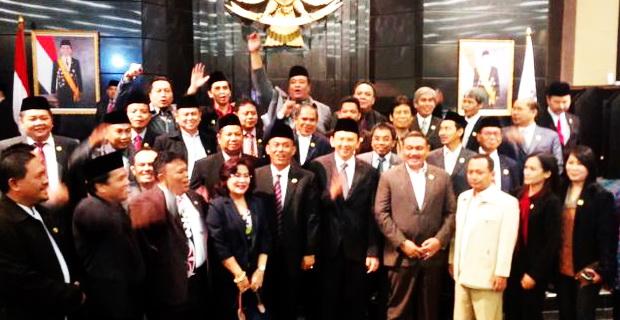 Photo of Ahok Luluh Soal Kenaikan Tunjangan 200% DPRD, Asalkan …