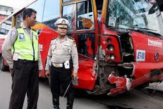 Photo of Kecelakaan Bus Transjakarta, Sang Sopir Kabur