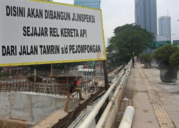 Photo of Tiga Pengerjaan Jalan Inspeksi Jakpus Mangkrak, Ini Alasannya