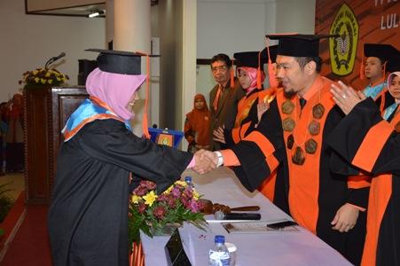 Photo of Akademi Farmasi IKIFA Gelar Wisuda Mahasiswa Program Diploma 3