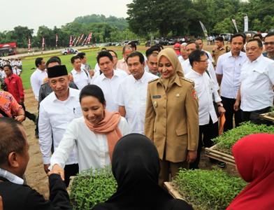 Photo of BNI Bagikan Bibit Gratis & Salurkan KUR Lewat Kartu Tani di Jember