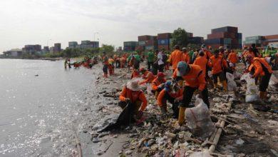 Photo of Pemprov DKI Gelar Gerebek Sampah di Pesisir Teluk Jakarta