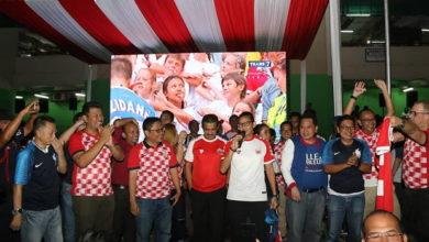Photo of Tegaskan Keperpihakan, Sandi Nobar Final Piala Dunia Bareng Pedagang Pasar Induk Kramat Jati
