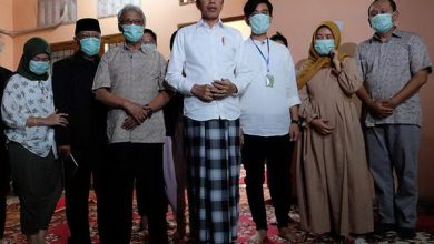 Photo of Sang Ibunda Wafat, Presiden Jokowi Instruksikan para Menteri Tetap di Jakarta