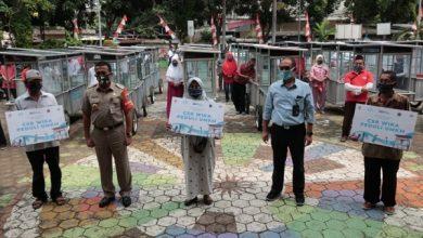 Photo of Rayakan HUT RI, WIKA Salurkan Bantuan Gerobak untuk Warga di Jakarta Timur
