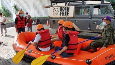 Photo of Respon Cepat Bencana Banjir Jabodetabek, RNI Serahkan Bantuan Perahu Karet dan Logistik