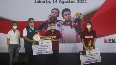 Photo of Anies Baswedan Serahkan Hadiah Rumah Rp3,3 Miliar untuk Greysia-Apriyani
